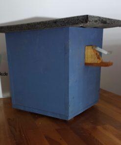 Hummelhaus, Hummelhotel, Hummelkasten in Blau mit Nistmaterial